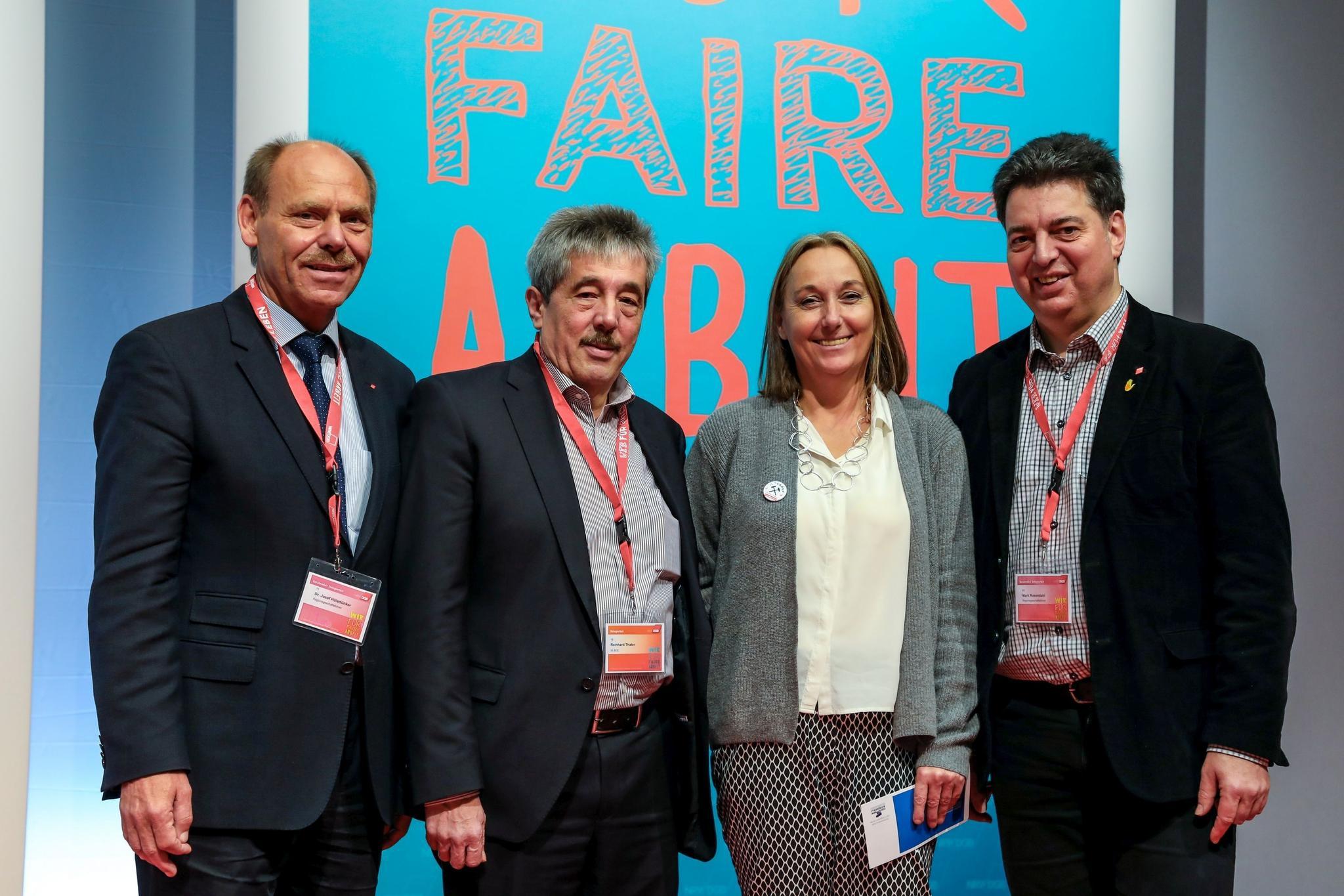 Josef Hülsdünker, Reinhard Thater, Anja Weber und Mark Rosendahl bei der DGB-Bezirkskonferenz