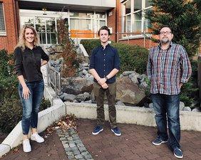 Es zeigt von links nach rechts Linda Wozniak, Leif Knape und Thorsten Römer
